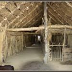wnętrze chaty , neolit